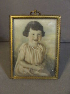 ANTIQUE LITTLE GIRL CHILD WITH PEARLS PHOTO IN GOLD/BRASS TONE FRAME