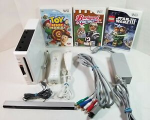 Nintendo Wii Console RVL-001 Bundle w/ 3 Games, Controller, Nunchuk, & Cables