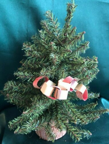 LADIE AND FRIENDS CHRISTMAS TREE W// PAPER CHAIN LIZZIE HIGH DOLLS