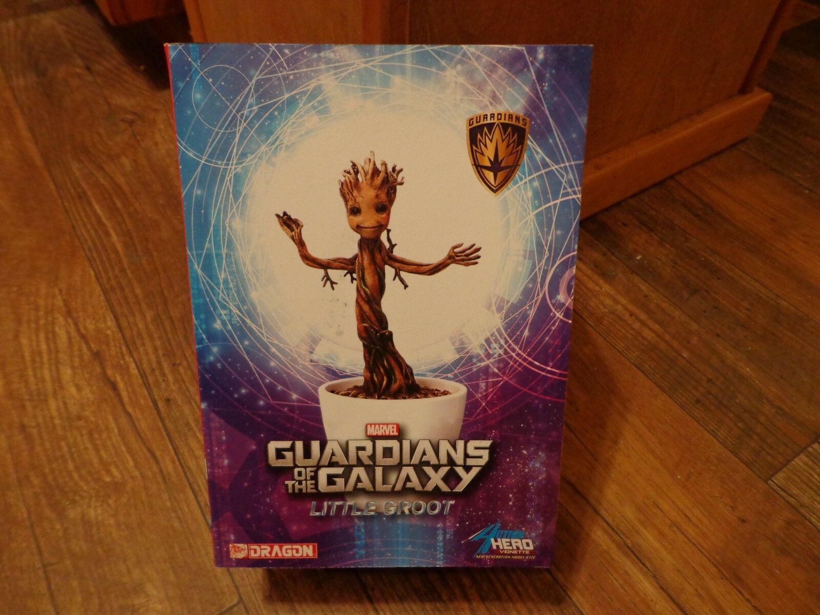 2014 DRAGON-GUARDIANS GALAXY LITTLE GROOT ACTION HERO VIGNETTE--MODEL KIT (LOOK)