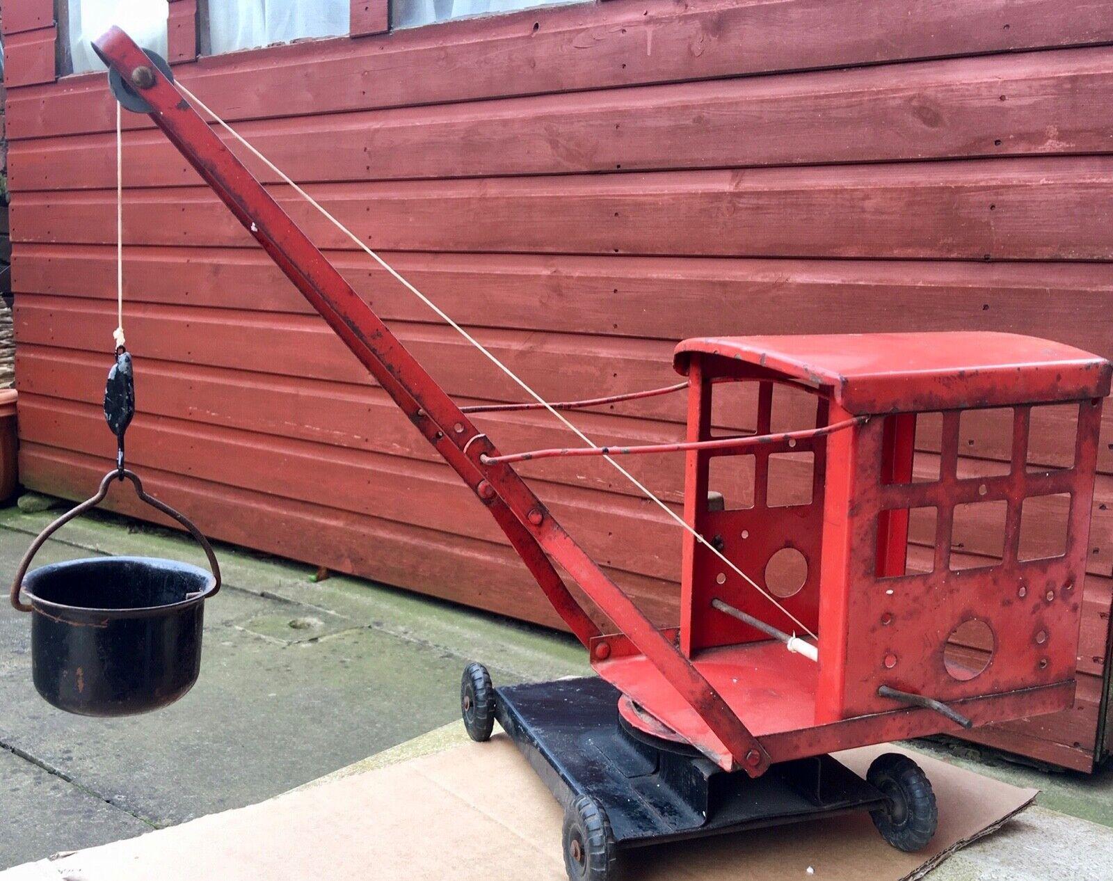 TRIANG Original Vintage Pressé Acier Grand crane avec seau 16  de hauteur environ