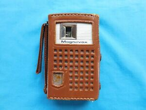 VINTAGE MAGNAVOX AM TRANSISTOR RADIO MODEL 2-AM-70 WITH LEATHER CASE