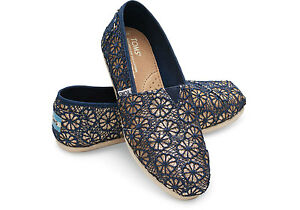Details about TOMS GOLD NAVY CROCHET GLITTER WOMEN'S CLASSICS SHOES. STYLE # 10006140