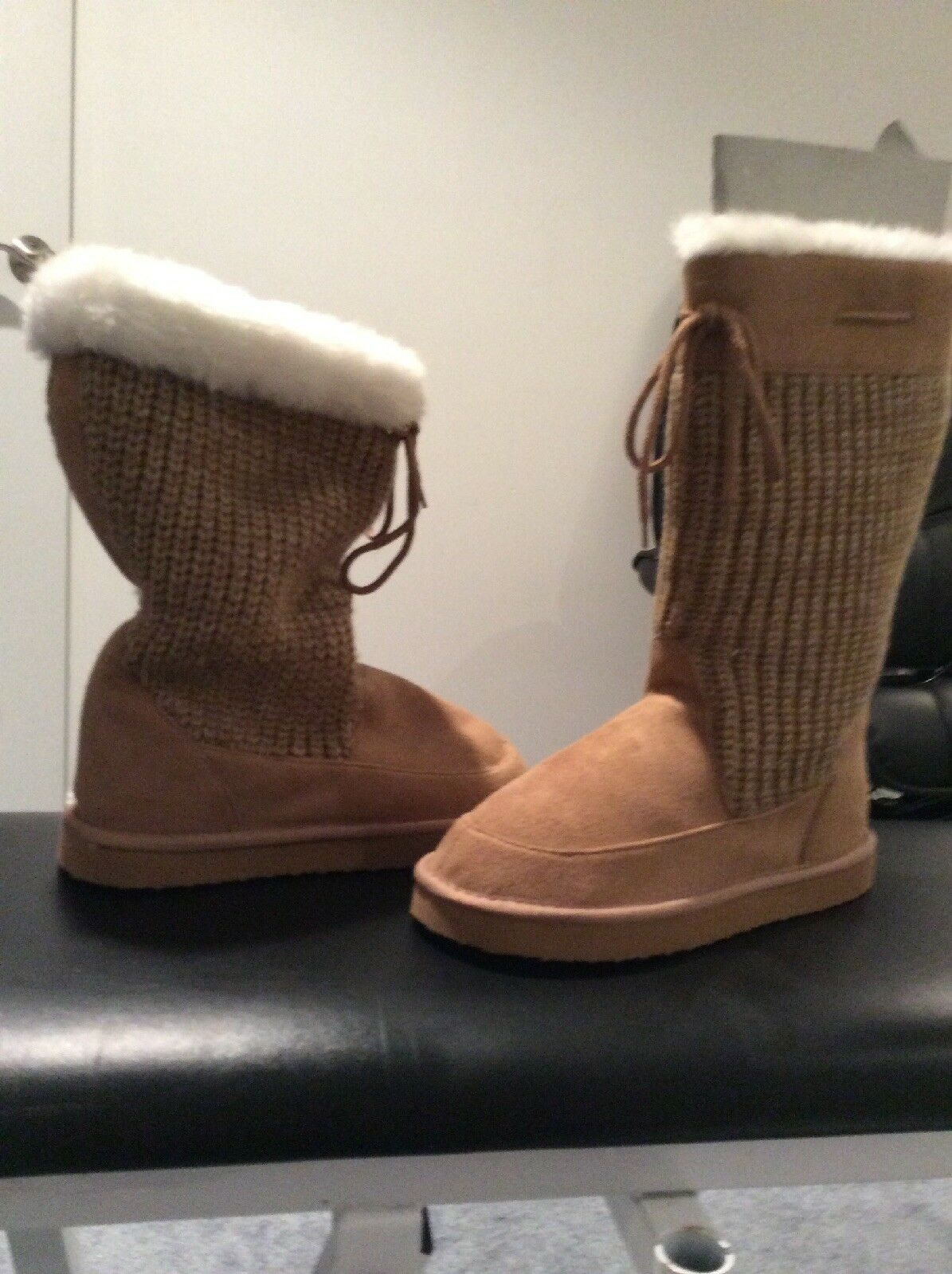 Womens Cozy Furry- knit Boots Size 5.5 * Brand New*