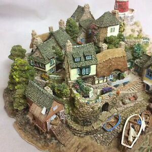 Large-Lilliput-Lane-Out-Of-The-Storm-Limited-Edition-Lighthouse-Damaged