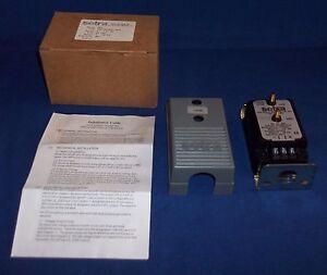 "Setra Diff Pressure Transducer 2641001WD11A1C Model 264 0-1"" WC, 4-20mA, 24VDC"