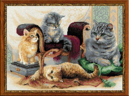 RIOLIS  1327  CAT FAMILY  COUNTED CROSS STITCH KIT  Aida