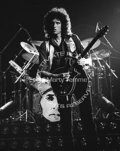 BRIAN MAY PHOTO QUEEN 8x10 Concert Photo in 1980 by Marty Temme 1B