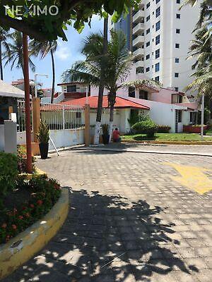 Casa en renta en condominio privada, Colonia Los Arcos, Boca Del Río, Veracruz.