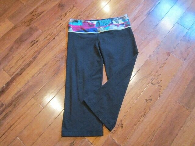 LULULEMON GROOVE CROPS SIZE 8 BLACK WITH MULTI DO… - image 1