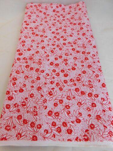Vintage 40W Seersucker Fabric 100/% Cotton Light Red Flowers /& Dots BTHY