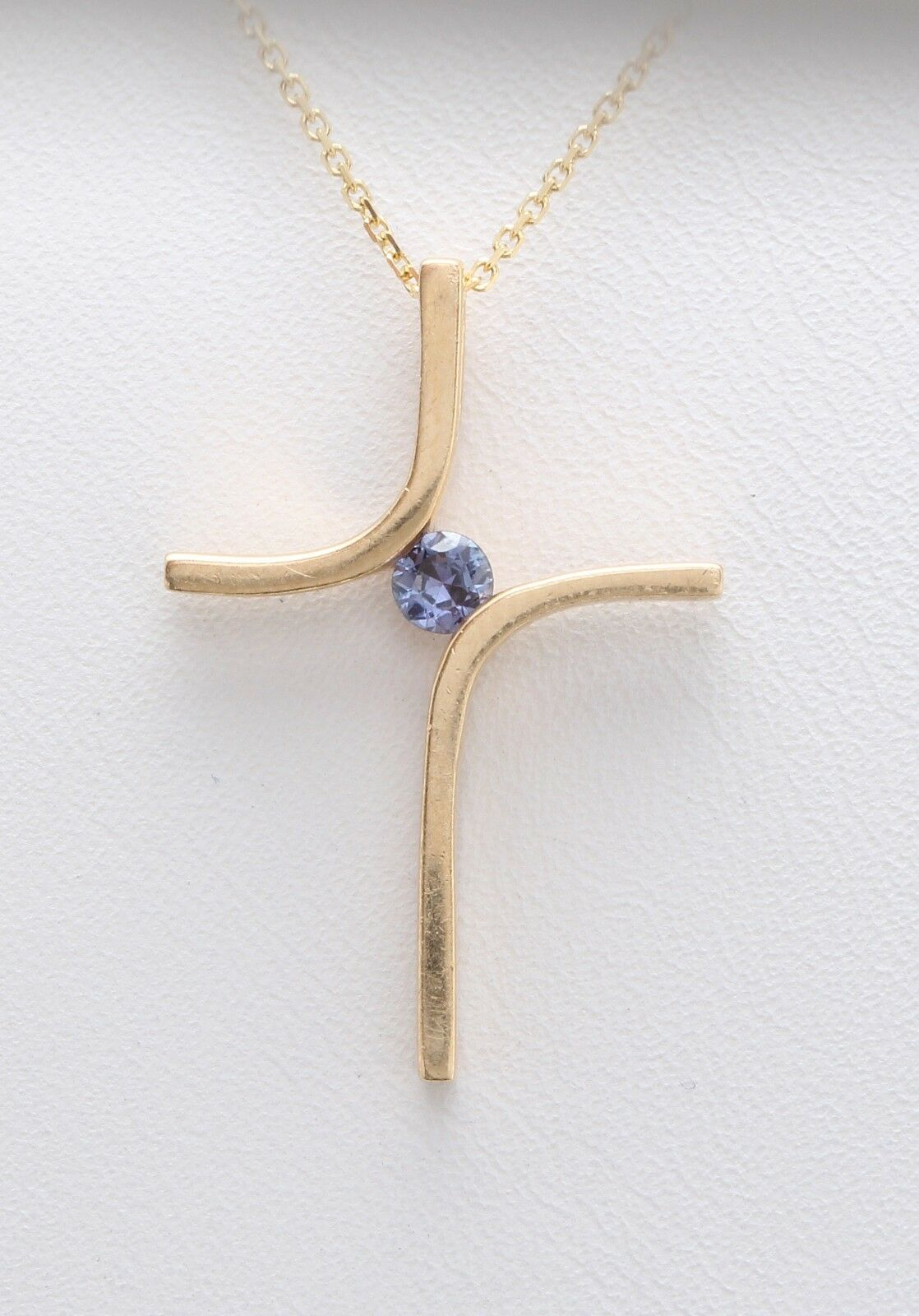 0.13Ct Natural bluee Sapphire in 14K Solid Yellow gold Pendant