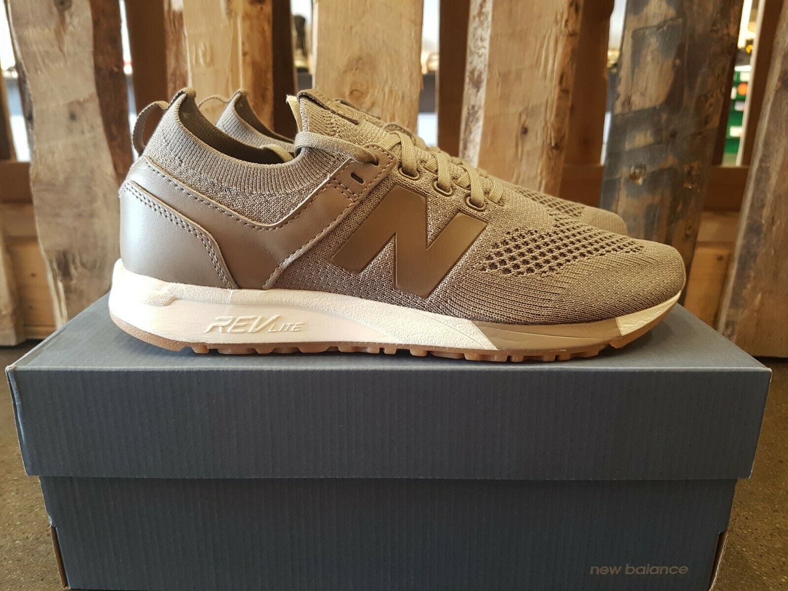 NEW IN THE BOX NEW BALANCE MRL247DT BROWN CARAMEL CLASSIC SHOE FOR MEN
