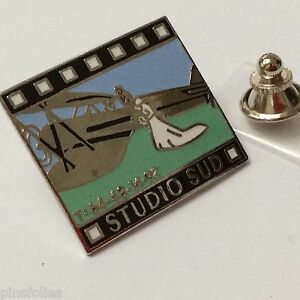 Pin-039-s-Folies-Badge-Demons-et-Merveilles-Cinema-TV-Avion-Studio-Sud-Mariage