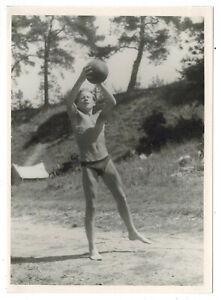 Foto 1933 NACKT sexy Junge Bube nude Hose gay FKK mit Ball