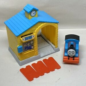 FISHER-PRICE-THOMAS-amp-FRIENDS-X5243-TICKET-TO-GO-STATION-1124D