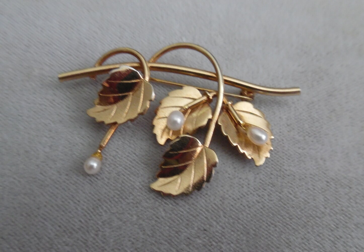 VINTAGE CATAMORE gold FILLED BROOCH W, FW PEARLS