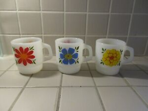 3-FIRE-KING-ANCHOR-HOCKING-DAY-BREAKERS-FLOWERS-FLORAL-STACK-MUGS-3-1-2-034-tall