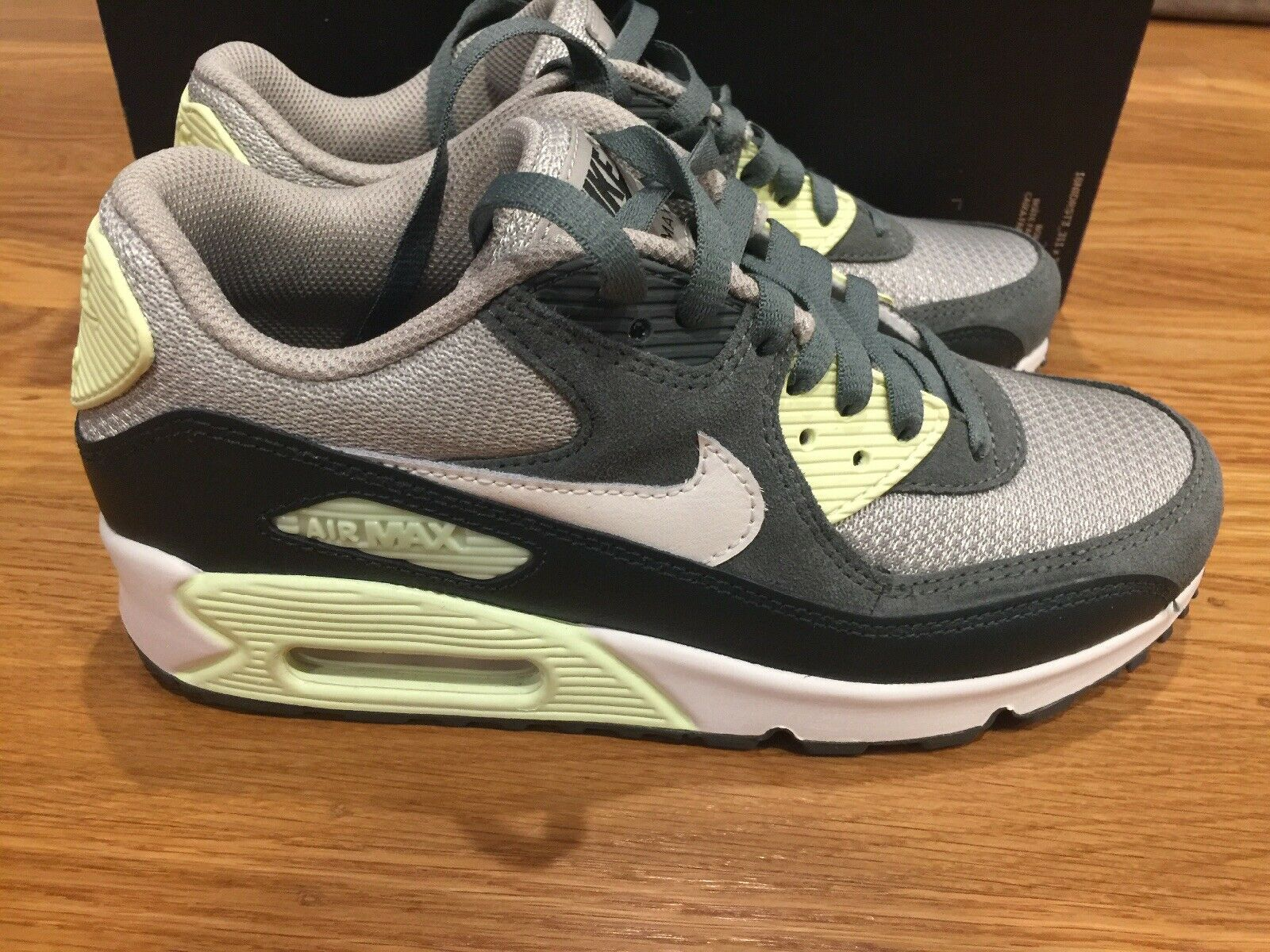 WOMEN NIKE ID AIR MAX 90 CASUAL SHOES SIZE  7.5 Green Mint Suede And Leather