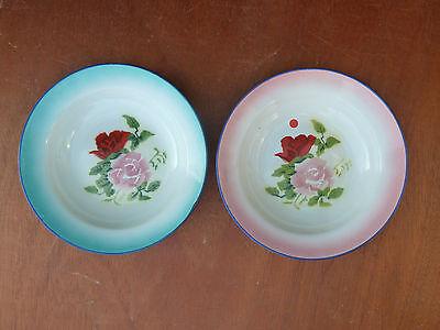 Lot de 2 ancienne assiettes à soupe  émaillé, décor de fleur art populaire