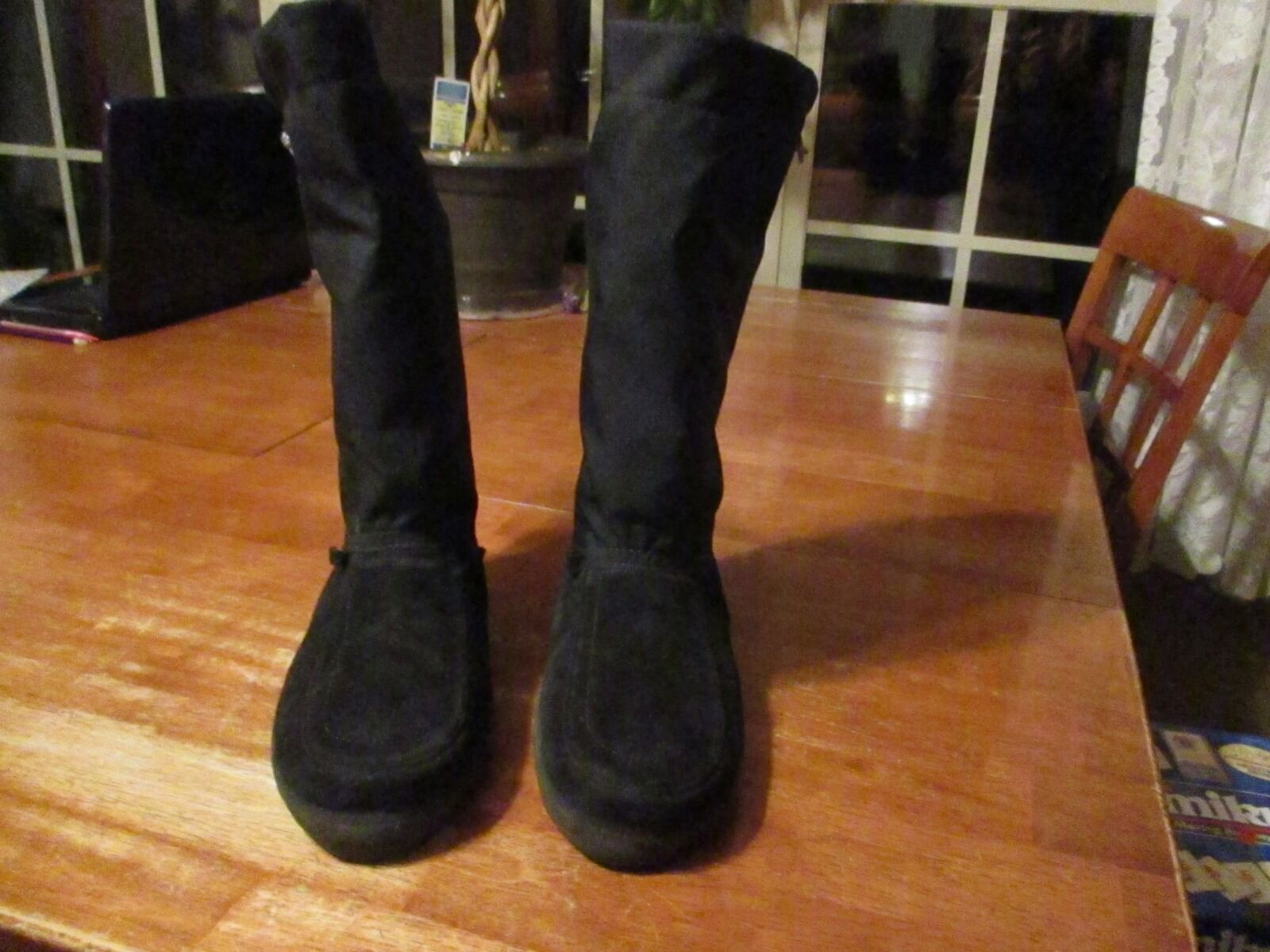 Women's Black Yukon Steger Mukluks Size 7 with straps Condition cut off in Great Condition straps e82a38