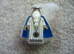 LEGO-Movie-Rare-Exclusive-Young-Vitruvius-with-Medallion-amp-Black-Eyes-New