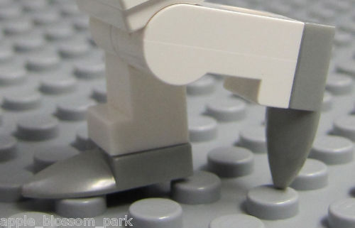 NEW Lego Minifig Pair of GREY ICE SKATES 1x1 Modified Plate w//Animal Tooth