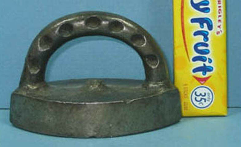 OLD SMALL TOY IRON SOLID CAST IRON 2 3/4  LONG CI 866