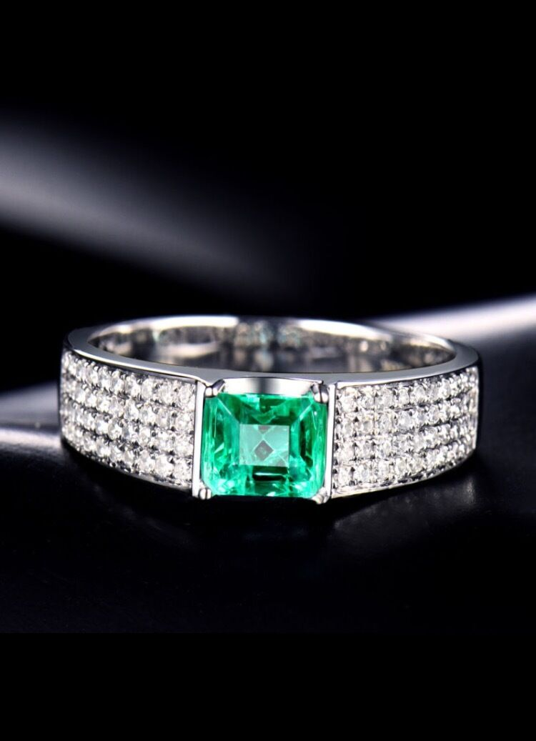 18ct White gold Stunning Natural Emerald and Diamonds Unisex Ring GBP