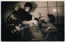 VIOLENT LESBIAN CUDDLING / LESBISCHE SPIELEREIEN * Vintage 50s Erotic Photo PC 3