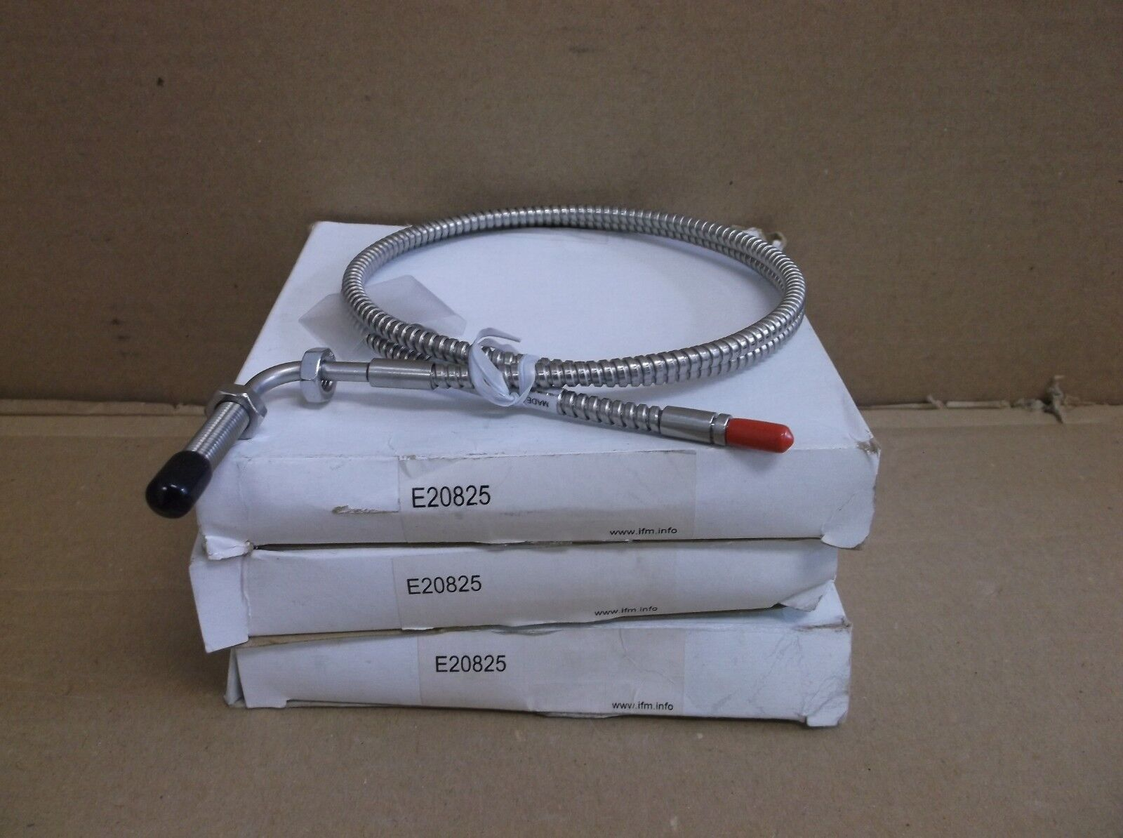 E20825 IFM Efector NEW In Box Photoelectric Switch Sensor Fiber Optic Cable