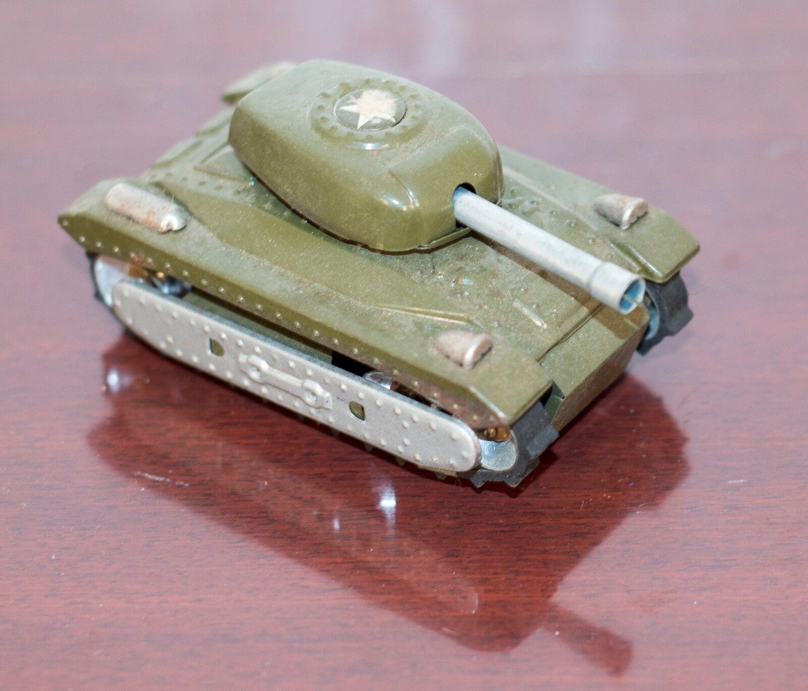 gran selección y entrega rápida Década de 1960 1960 1960 Japón Lata Litografiada Tanque Con Goma peldaños y fricción Motor (funciona)  70% de descuento