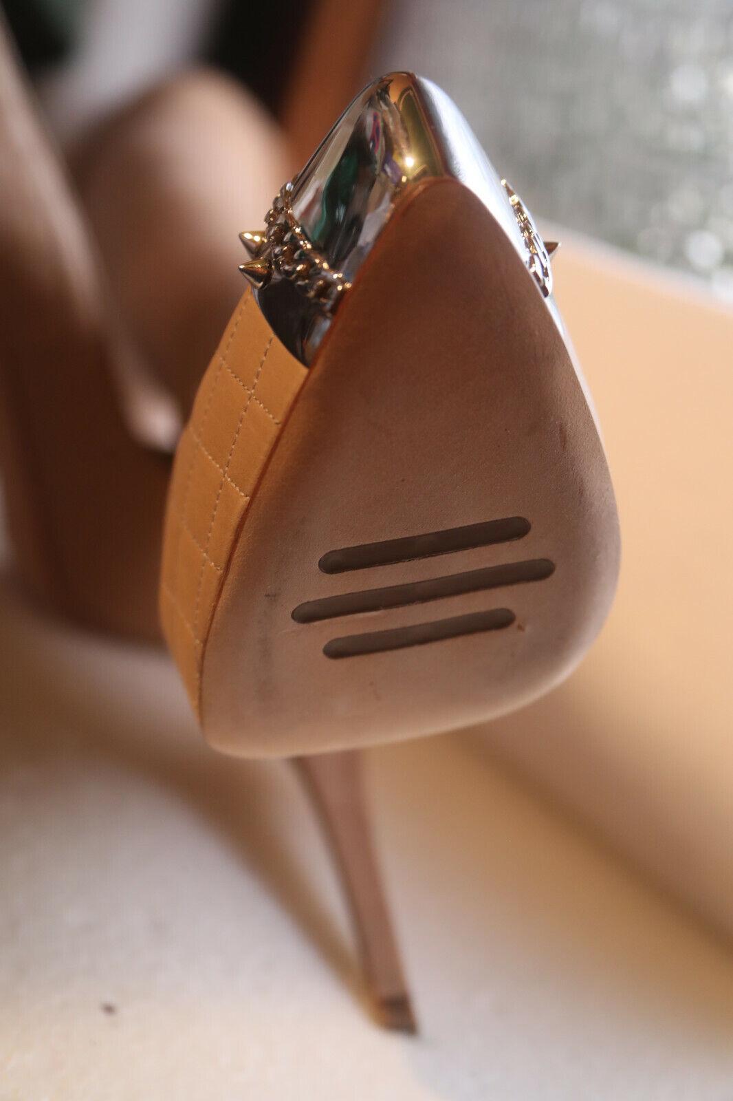 fino al 70% di sconto Le Le Le Silla Décolleté Mis. 38,5 Nude Punta in metallo con spine catapultano poco indossato  presa di marca