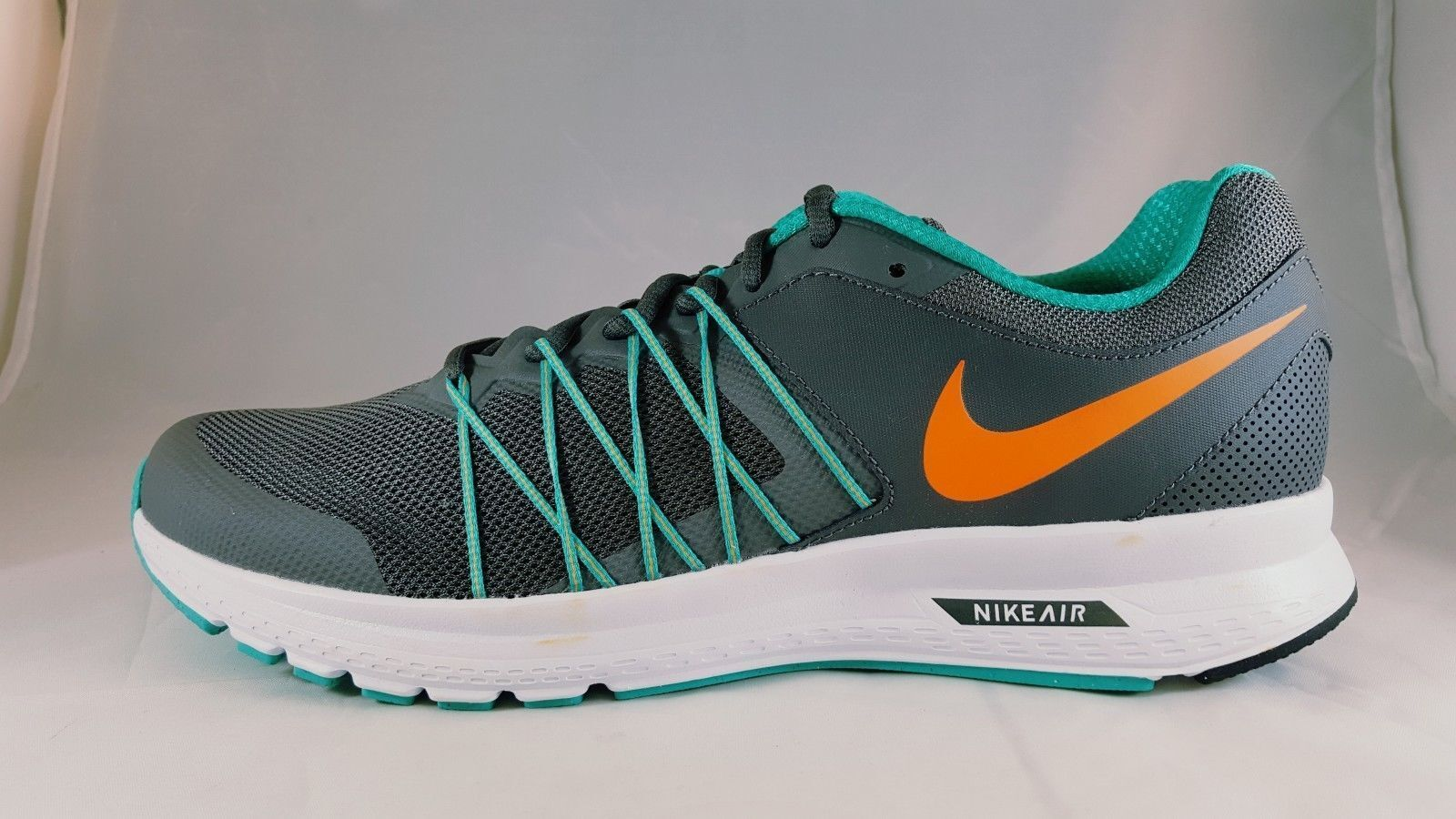 Nike air implacabile 6 uomini e scarpe misura da ginnastica 843836 002 misura scarpe 7,5 be3b37