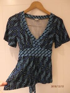 RETRO-Blue-Geometric-top-blouse-V-NECK-with-back-tie-OASIS-SIZE-12