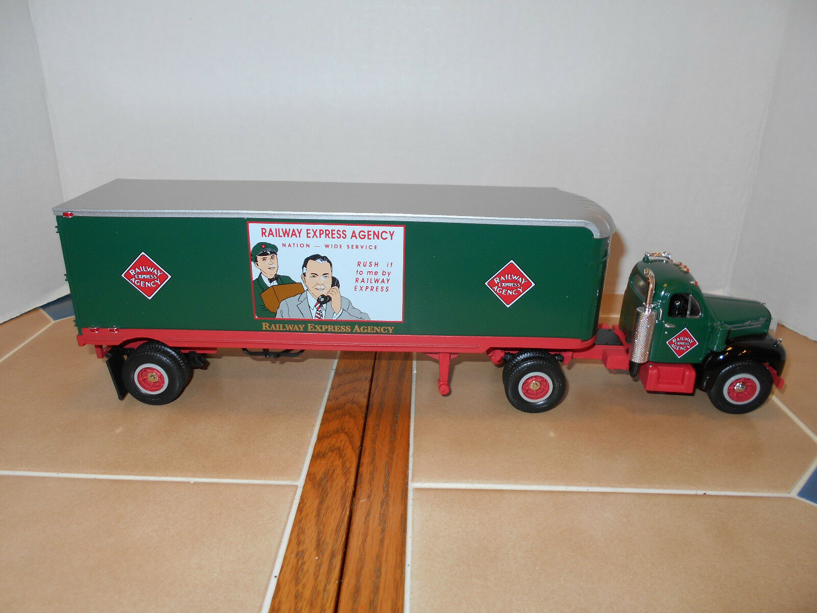 First Gear Railway Express 1960 B-61 Mack T T,1 34 scale,MIB,stock   19-1654