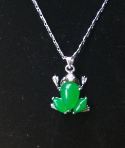 Malay-jade-inlaid-pendant-frog-fashion-simple-wild-fashion-long-pendant