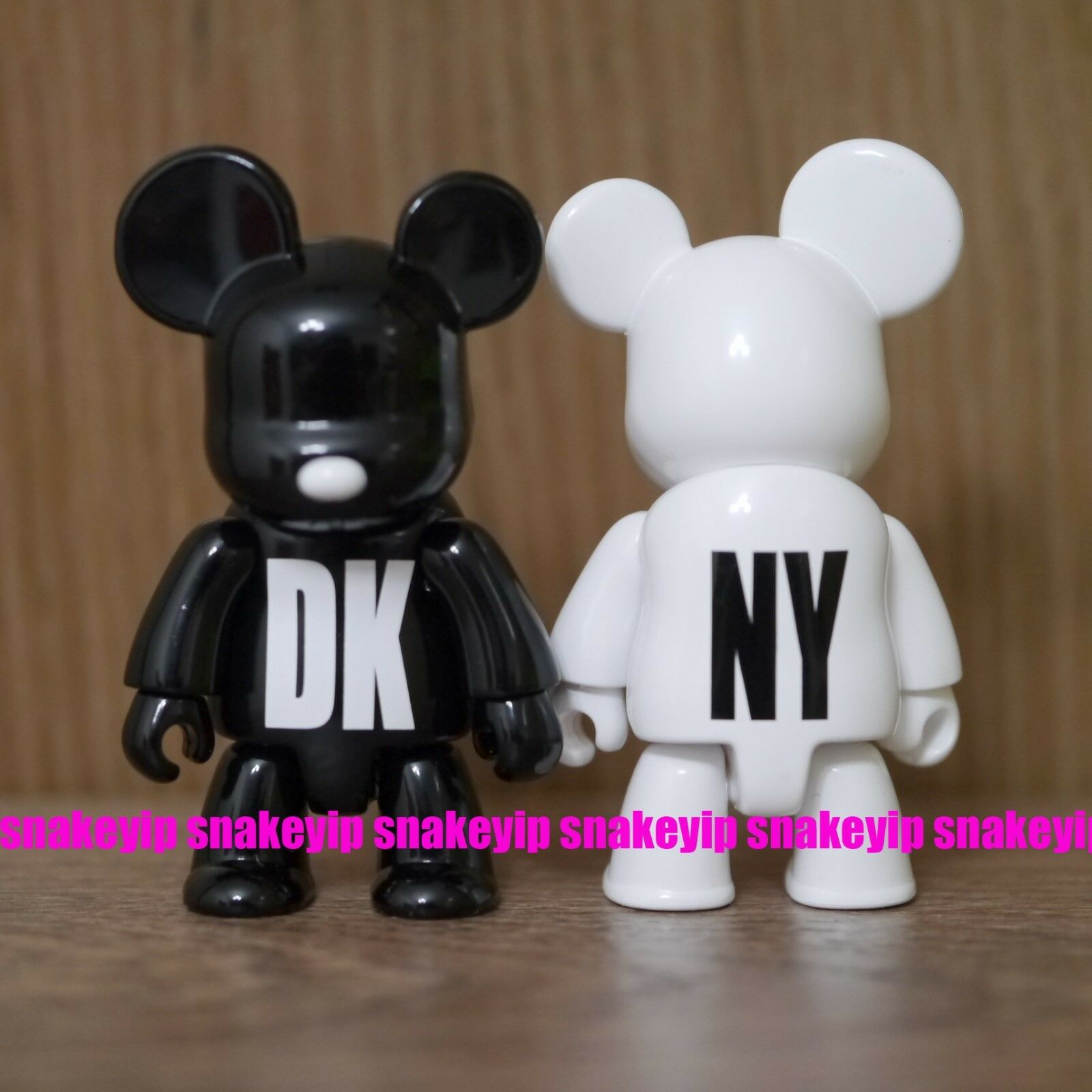 """Toy2R DKNY World Wide Tour VIP White /& Black 2.5/""""Qee Set Card Packing 2005"""