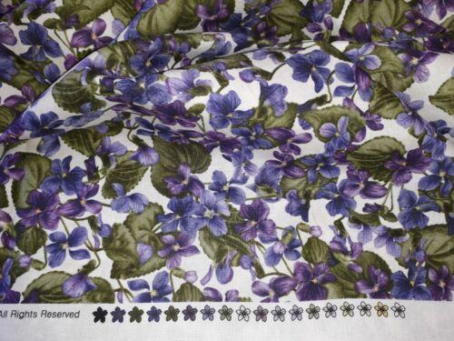 "Premium 100/% Tela De Algodón Maywood Studio /""Arabella/"" Violetas Diseño"