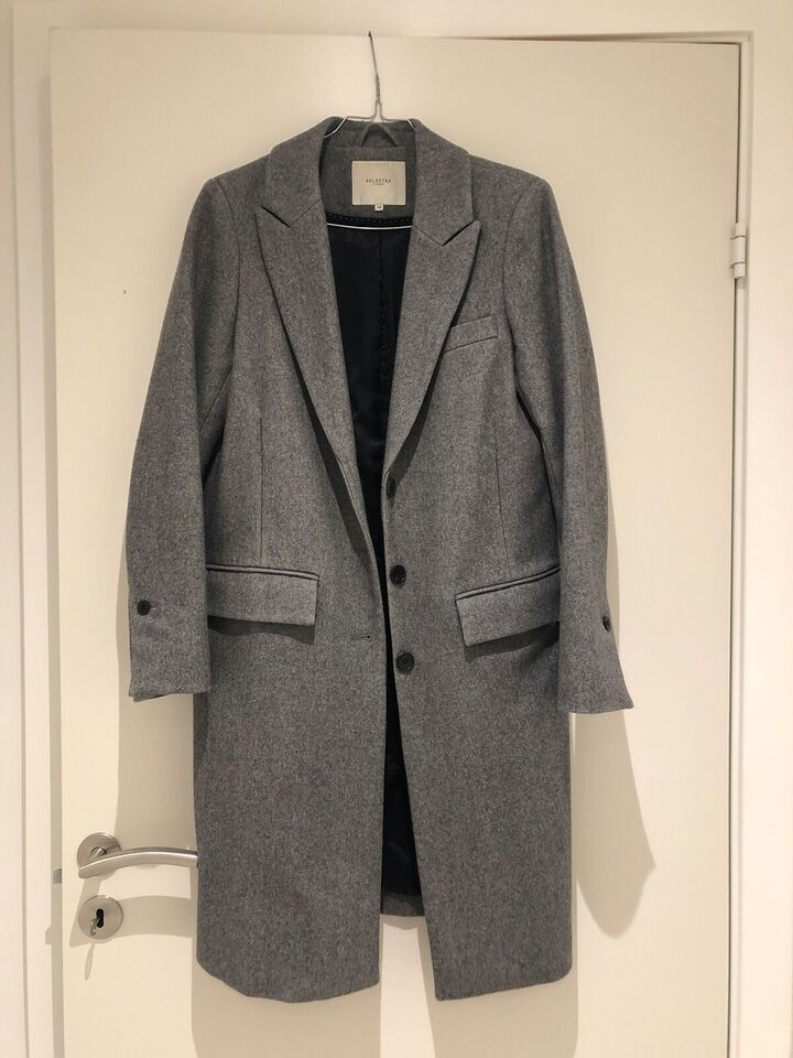 Trenchcoat, str. 34, Selected