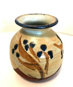 Pottery-Vase-Hand-Made-in-the-Republic-of-Ireland-Makers-Mark-3-5-inches-Tall