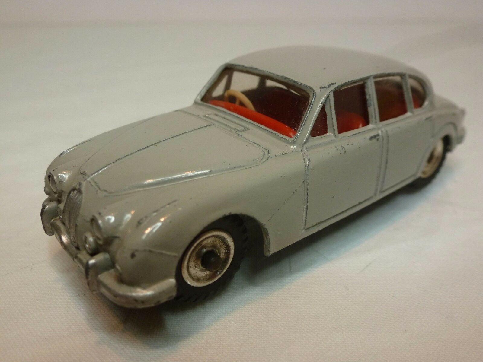 DINKY TOYS 195 JAGUAR 3.4 LITRE - grigio 1 43 - VERY GOOD CONDITION