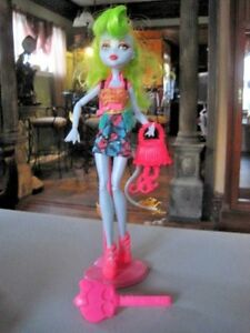 Monster-High-Freaky-Fusion-Lagoonafire-Doll