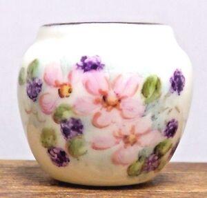Dollhouse Miniature Ni Glo Vase
