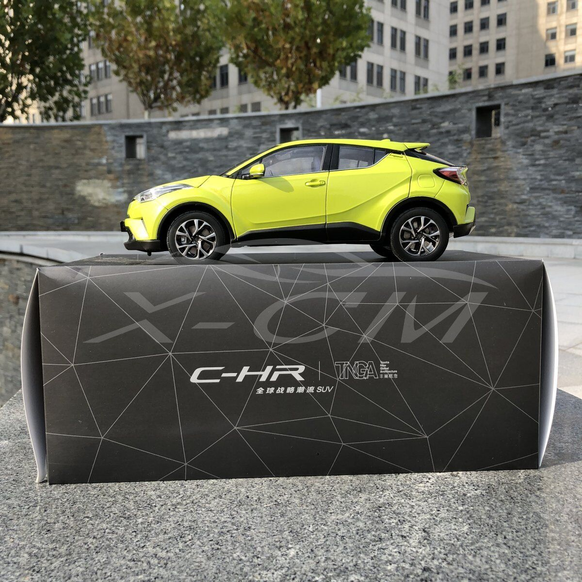 Diecast Car Model Toyota C-HR CHR 1 18 (Yellow Green) + GIFT
