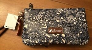 SAKROOTS-Wristlet-With-Built-in-USB-Power-Bank-Navy-SPIRIT-DESERT-New