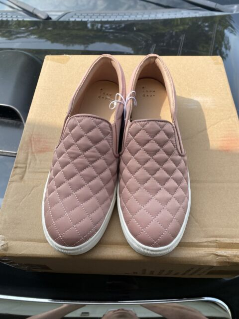 Womens Low Top SNEAKERS Slip on Quilted