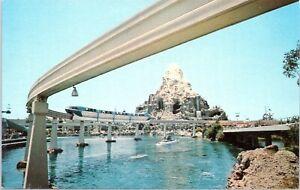 1950s-E-3-Disneyland-Monorail-Matterhorn-Submarine-Lagoon-Red-Chrome-Postcard-BF