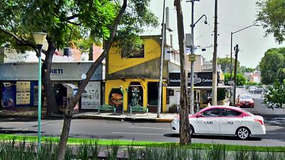 Local Comercial sobre avenida con alto flujo peatonal
