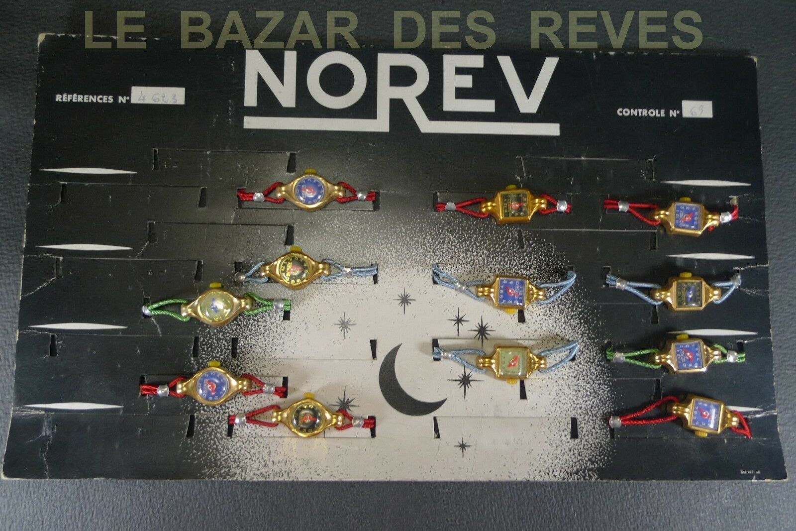 NOREV FRANCE. Présentoir de montres avec 12 modèles.
